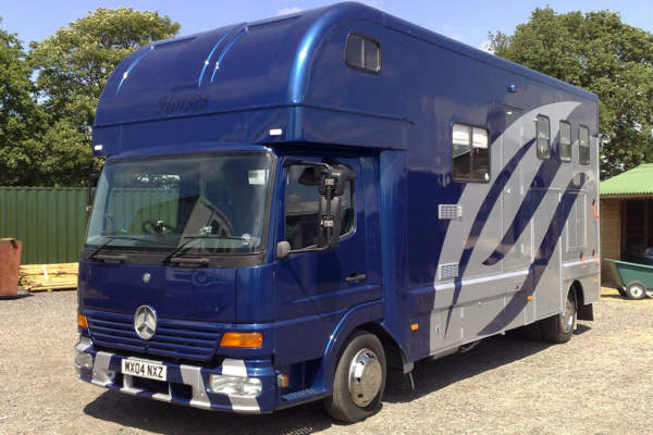 Remount Horsebox Body from Ford Cargo to Mercedes 815